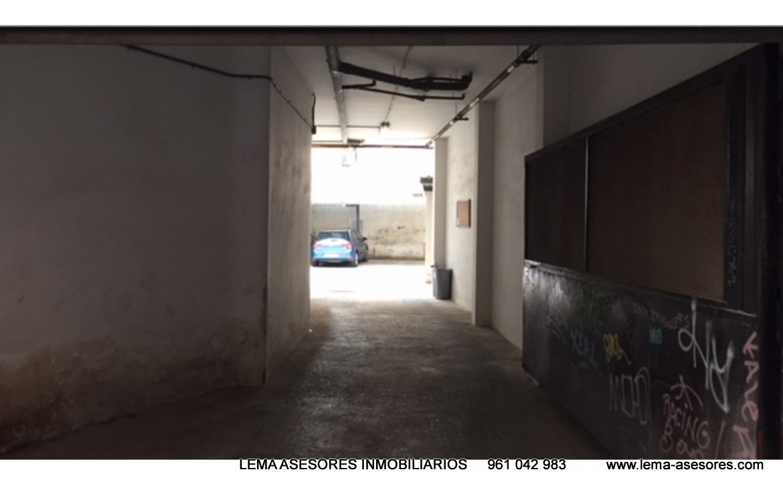 Vista del garaje Piso en venta de Calle Rejas- lema asesores