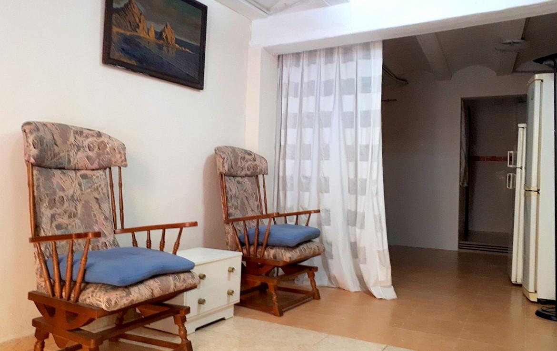 Vista de los sillones del Piso en venta de Calle Calixto III- lema asesores