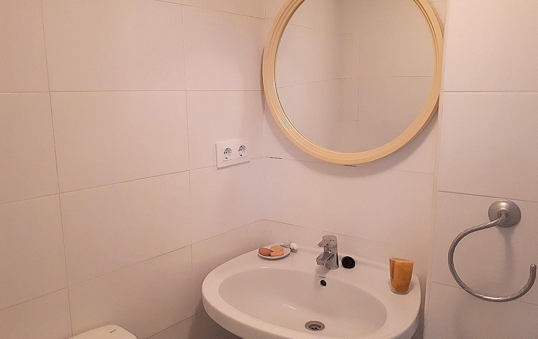 Vista del espejo del baño del Piso en venta de Calle Calixto III- lema asesores