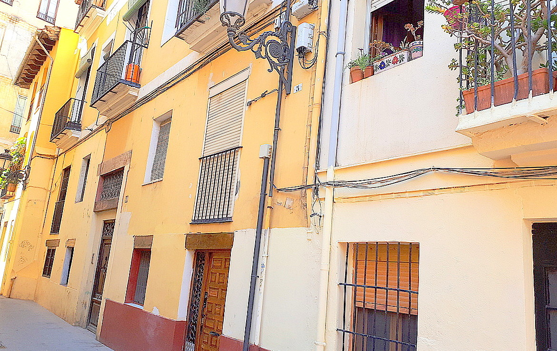 Vista de la fachada del Piso en venta de Calle Calixto III- lema asesores
